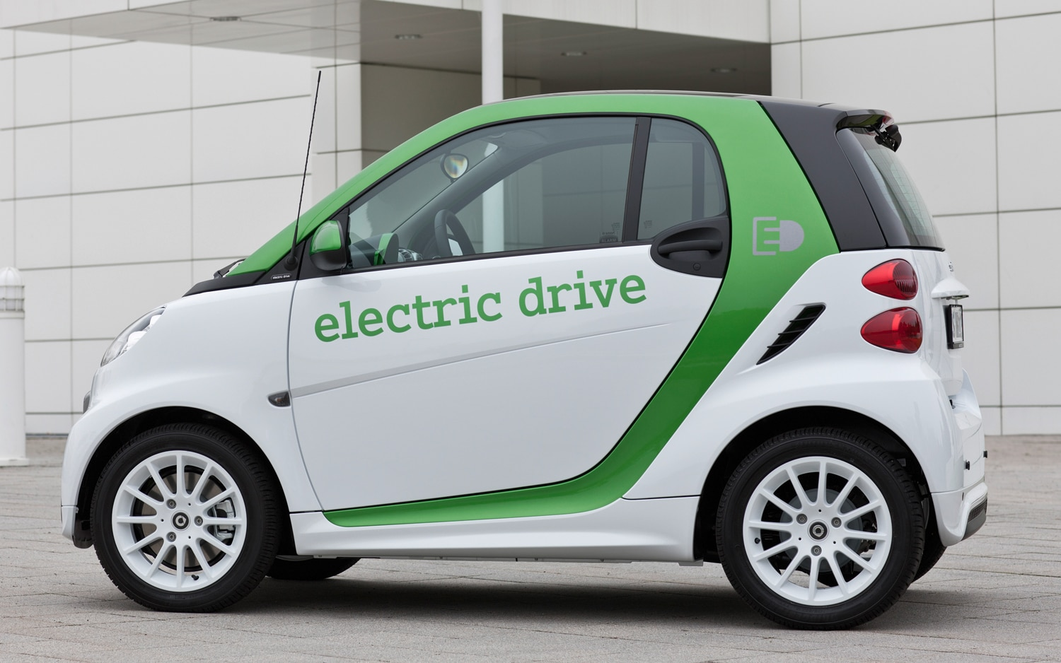 report electric smart fortwo delayed battery supply to blame. Black Bedroom Furniture Sets. Home Design Ideas