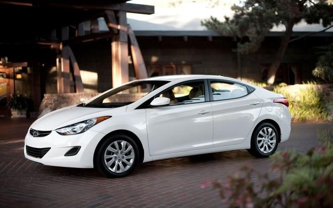 2011 Hyundai Elantra White Front Three Quarter 11 660x413