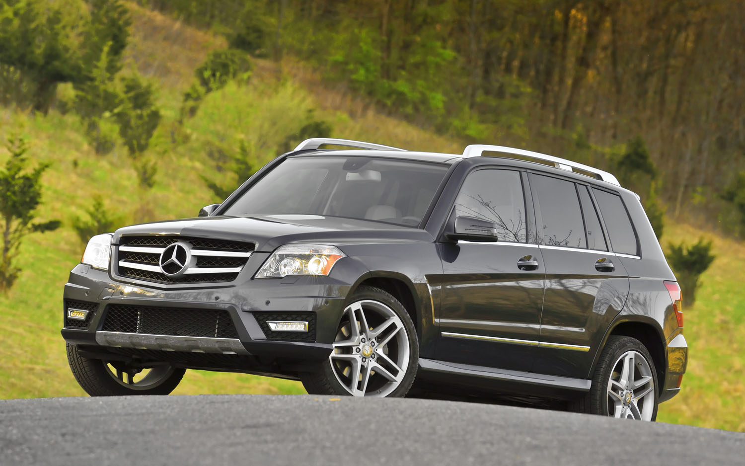 2011 Mercedes Benz GLK Front Three Quarter1