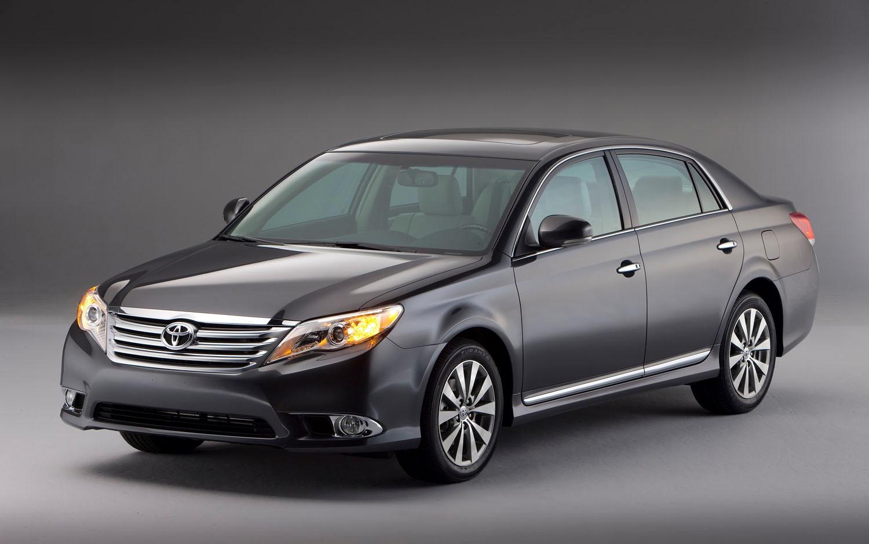 2011 Toyota Avalon Front Three Quarter1