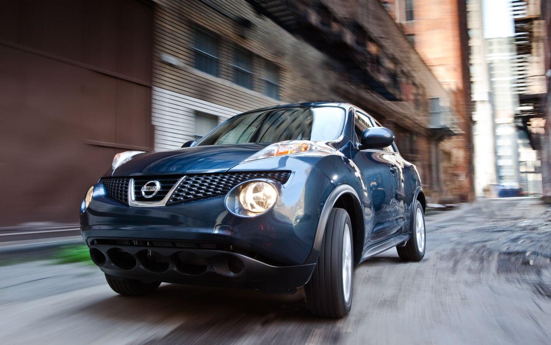 2011 Nissan Juke SV FWD MT Front Left View1