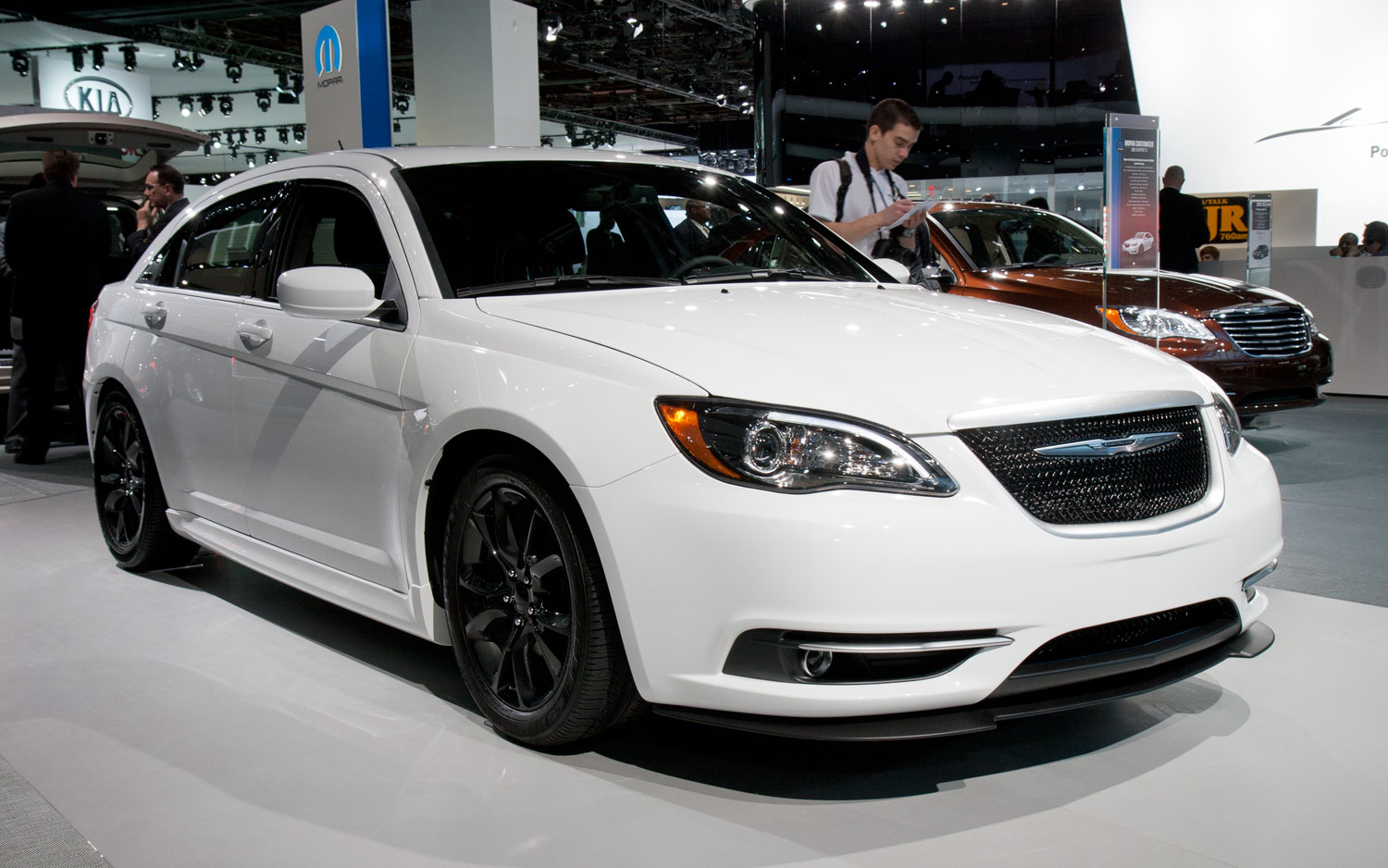 2012 Chrysler 200 Super S Front View12
