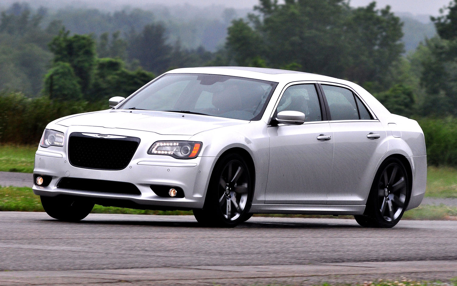 2012 Chrysler 300 SRT8 Front Three Quarter1