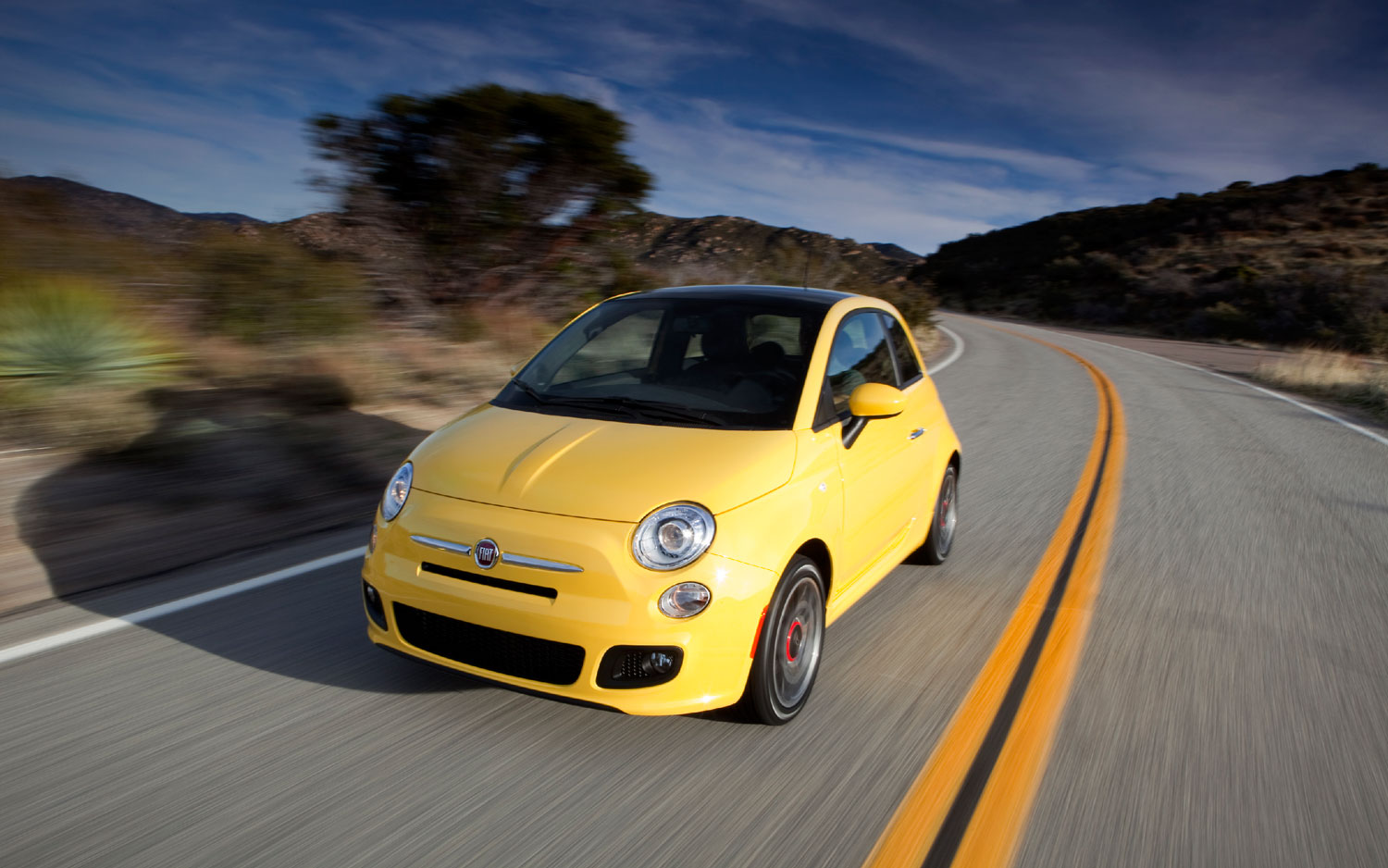 2012 Fiat 500 Front Three In Motion1
