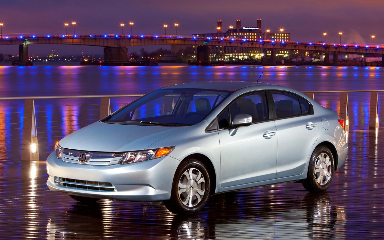 2012 Honda Civic Hybrid Front Three Quarter1