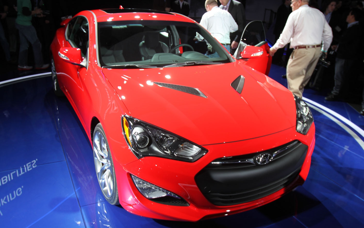 2012 Hyundai Genesis Coupe Front View1