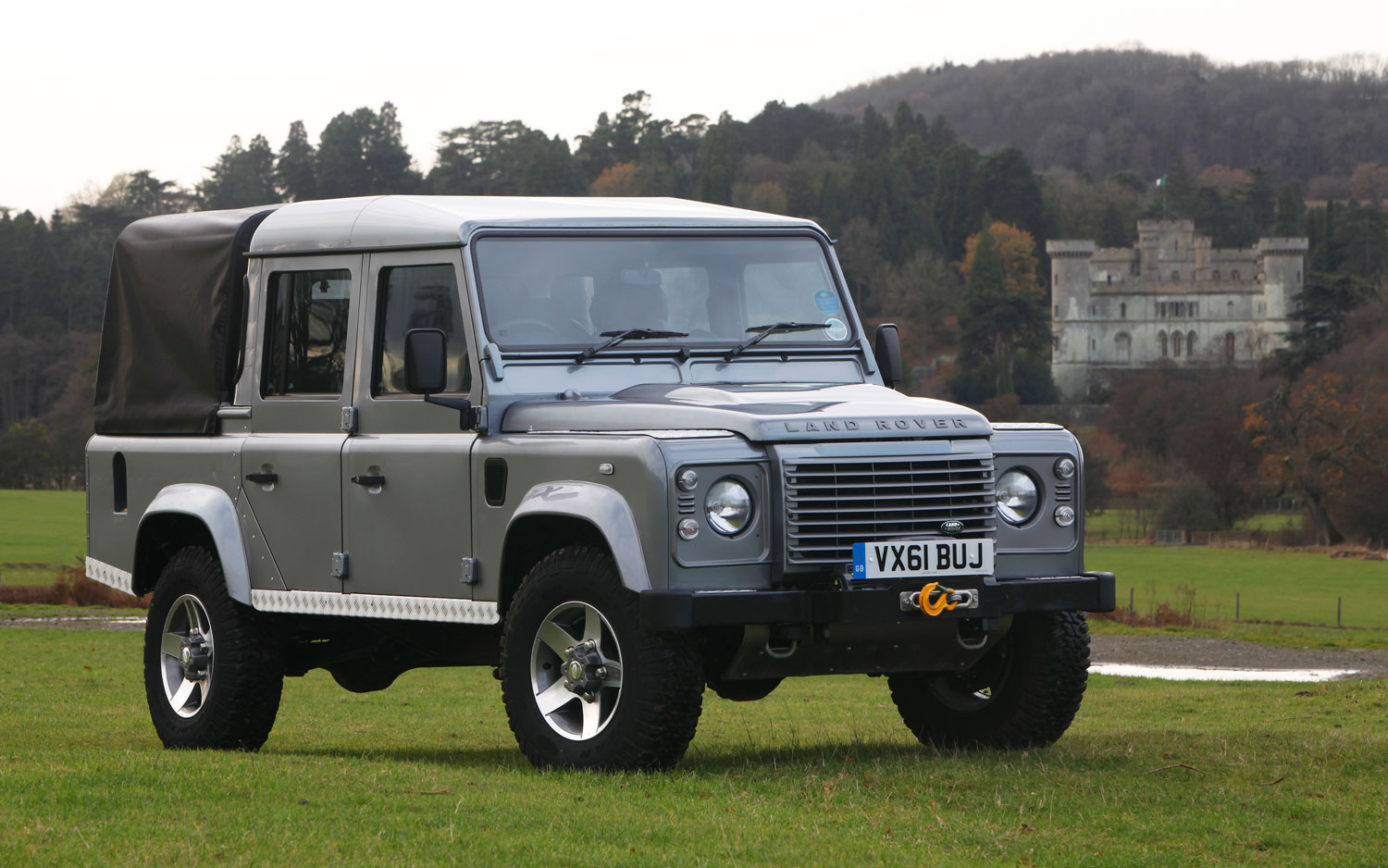2012 Land Rover Defender Front Three Quarter1