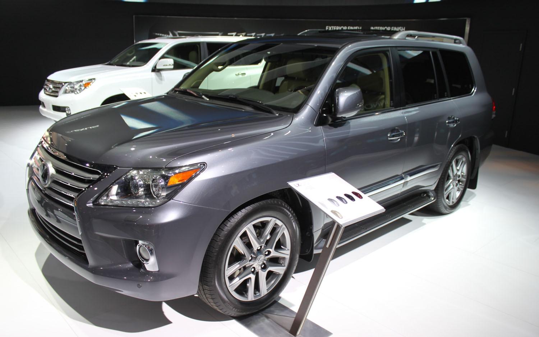 2012 Lexus LX570 Front Three Quarter1