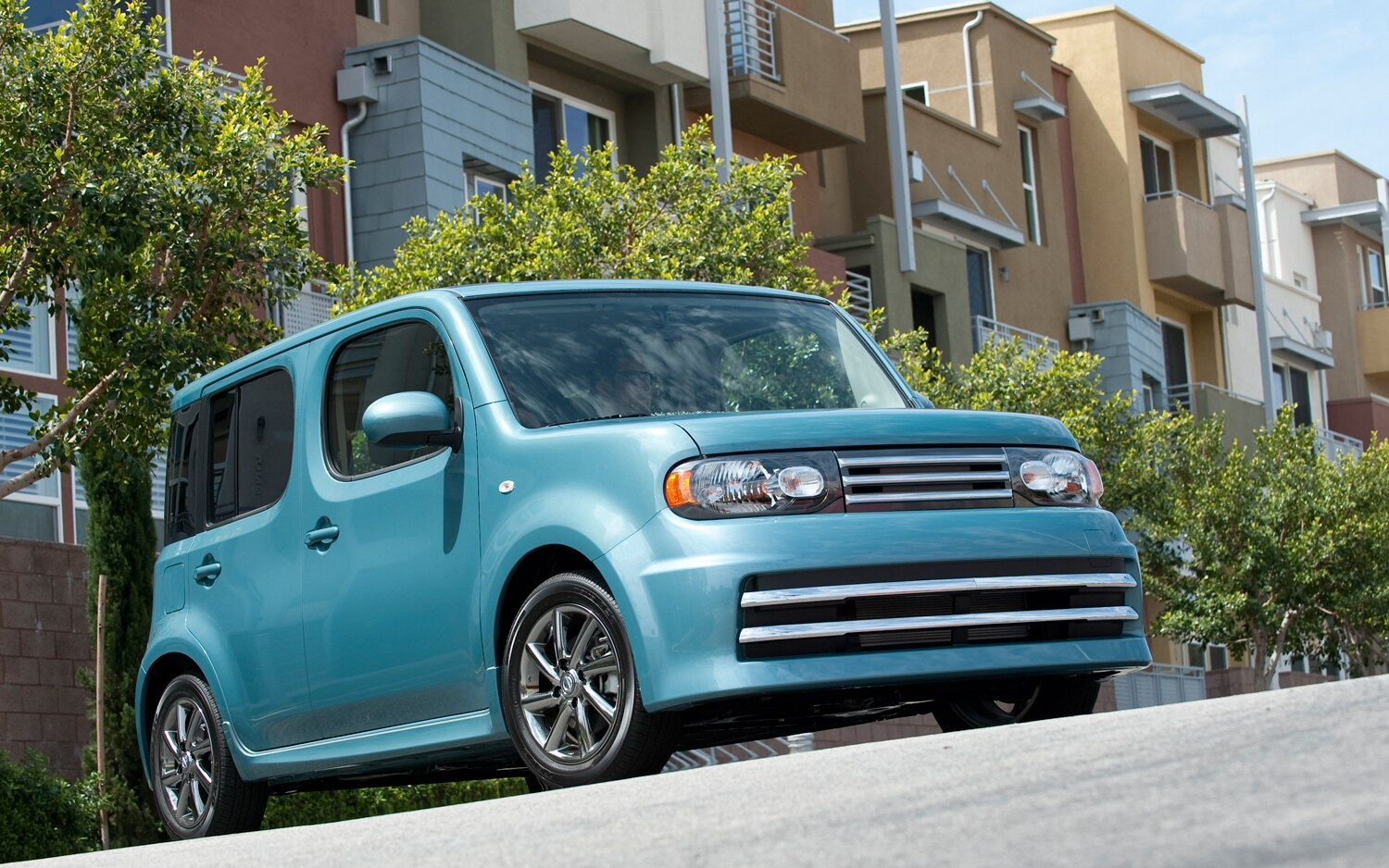 2012 Nissan Cube Front Three Quarter 21