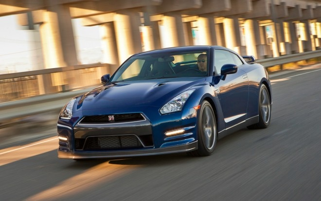 2012 Nissan GT R Front Three Quarter Motion1 660x413