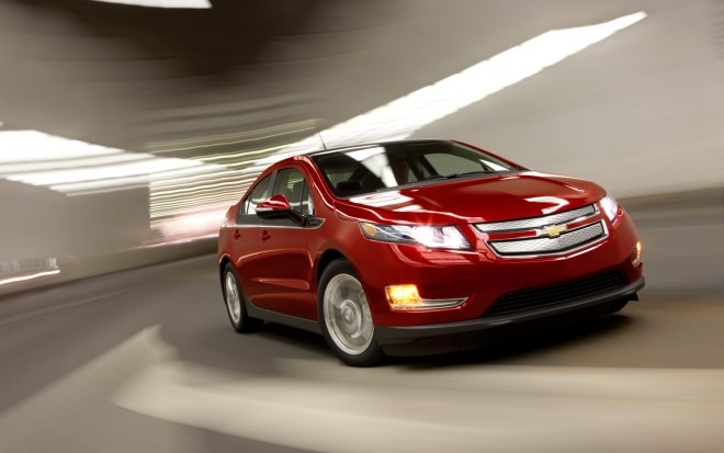 2012 Chevrolet Volt Front Right View1 660x413