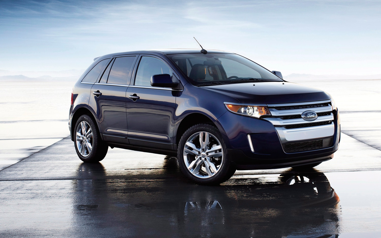 2012 Ford Edge Limited Front Right View1