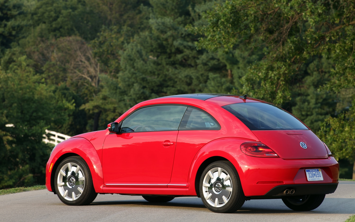 2012 volkswagen beetle turbo editors 39 notebook automobile magazine. Black Bedroom Furniture Sets. Home Design Ideas