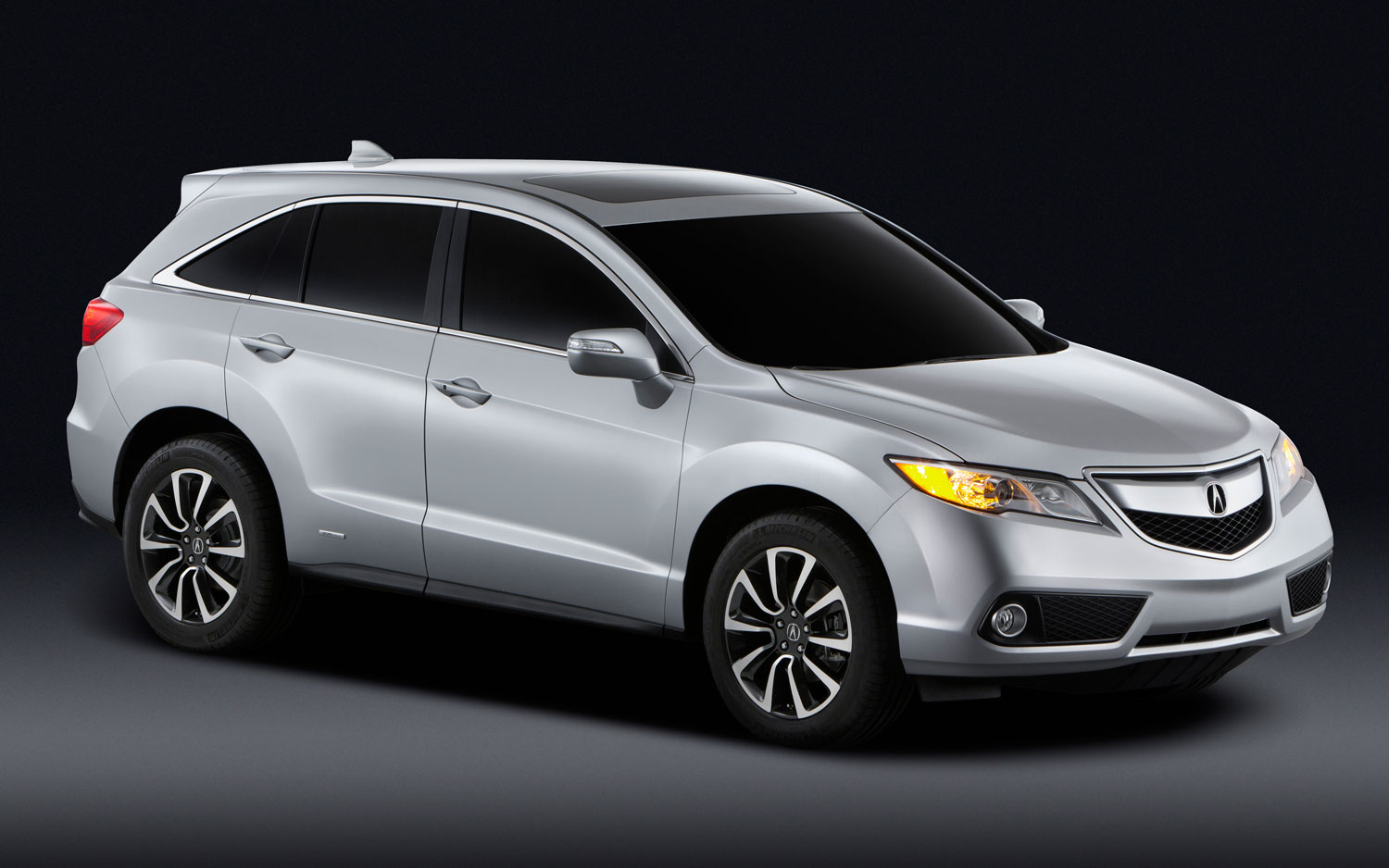2013 Acura RDX Front Three Quarters View1