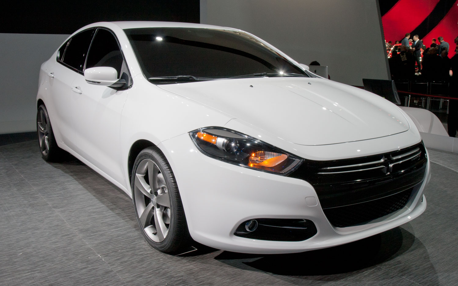2013 Dodge Dart RT Front Three Quarters View11