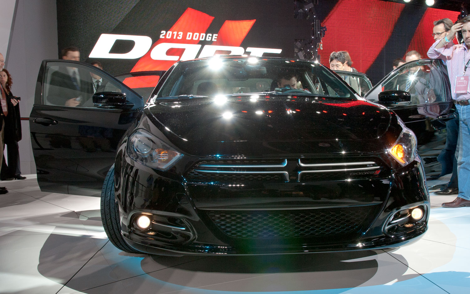 2013 Dodge Dart Front View1