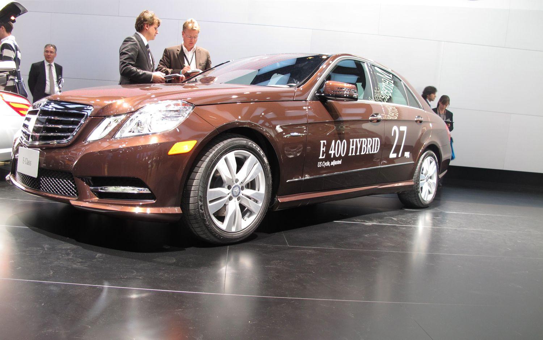 2013 Mercedes Benz E400 Hybrid Front Three Quarter11
