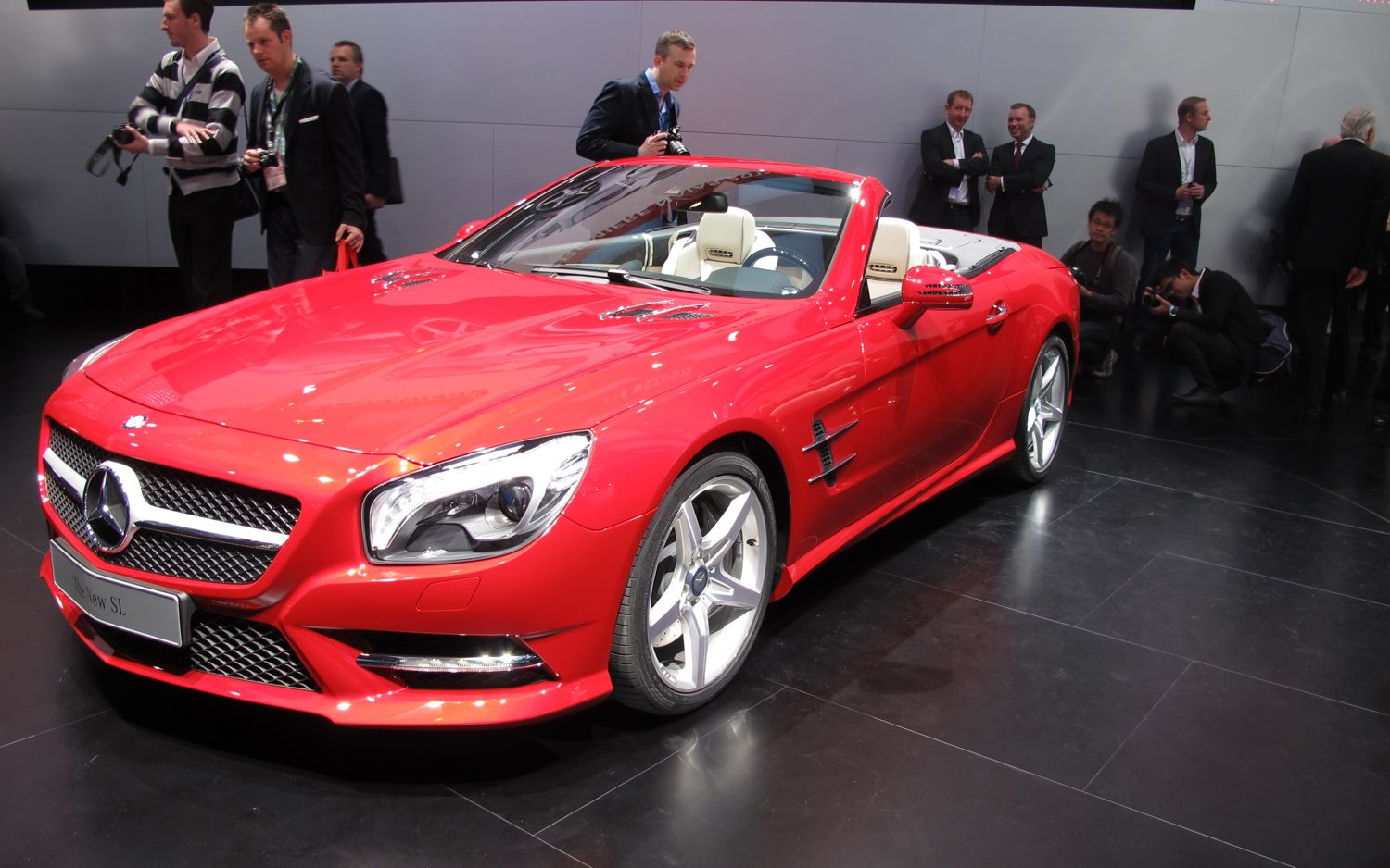 2013 Mercedes Benz SL550 Front Three Quarter 21