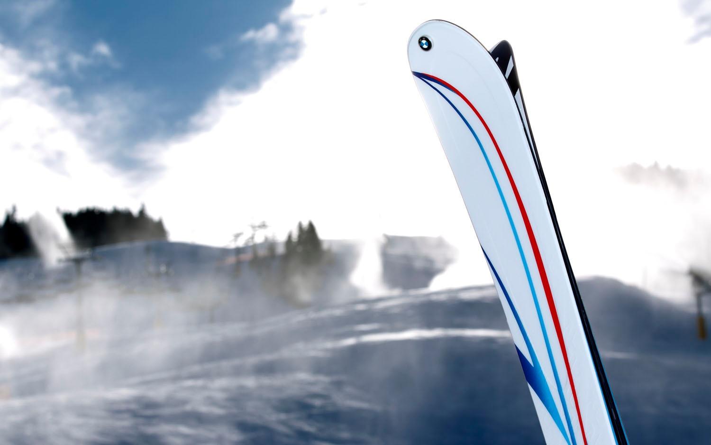 BMW M K2 Skis Roundel1