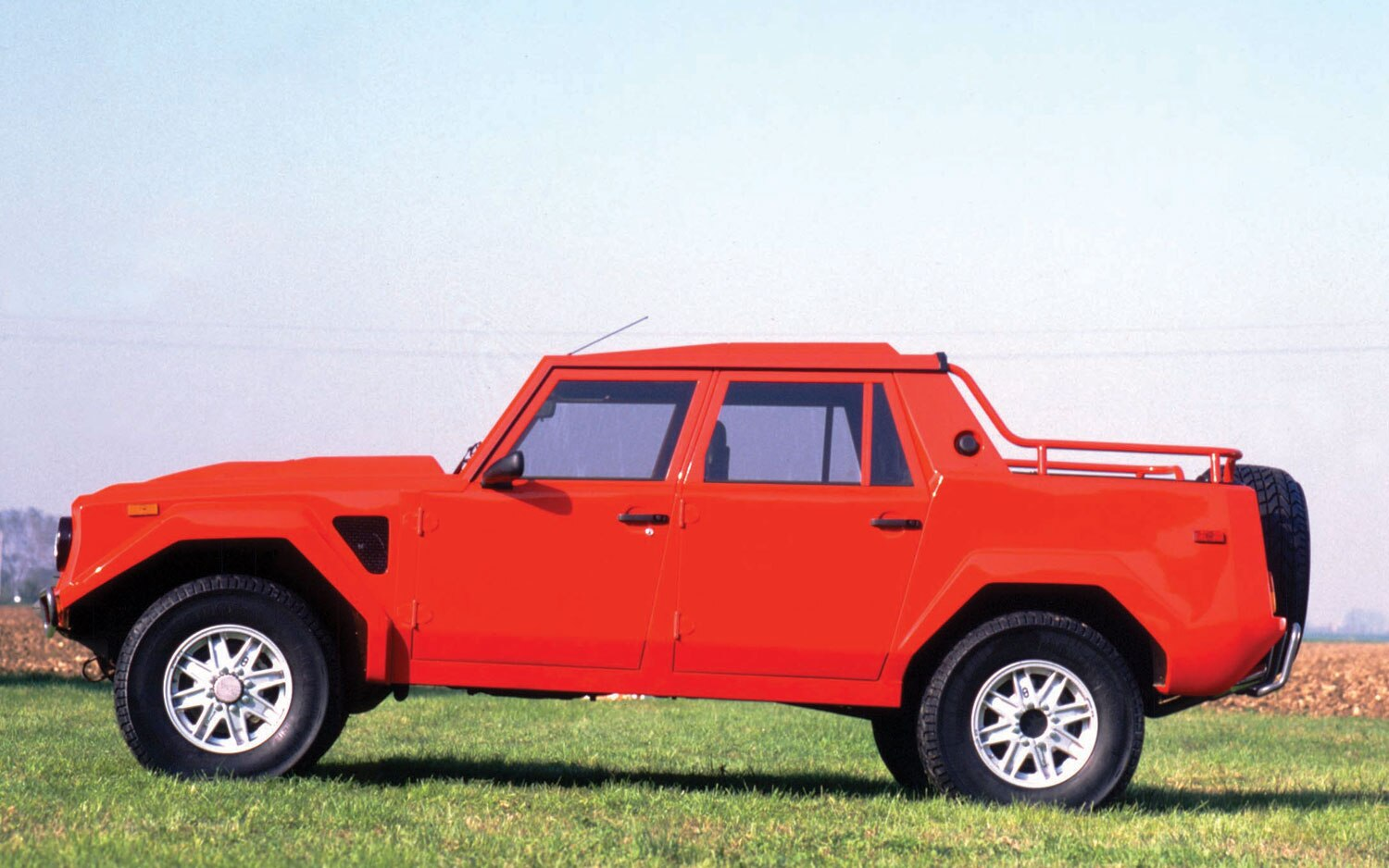Lamborghini LM002 Side1