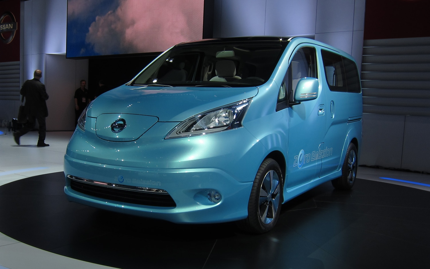 Nissan E NV200 Concept Front Three Quarter11