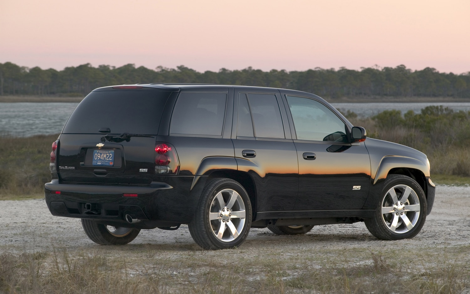 2006 Chevrolet Trailblazer SS Rear View1