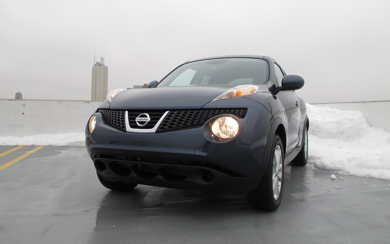 2011 Nissan Juke SV FWD MT Front End