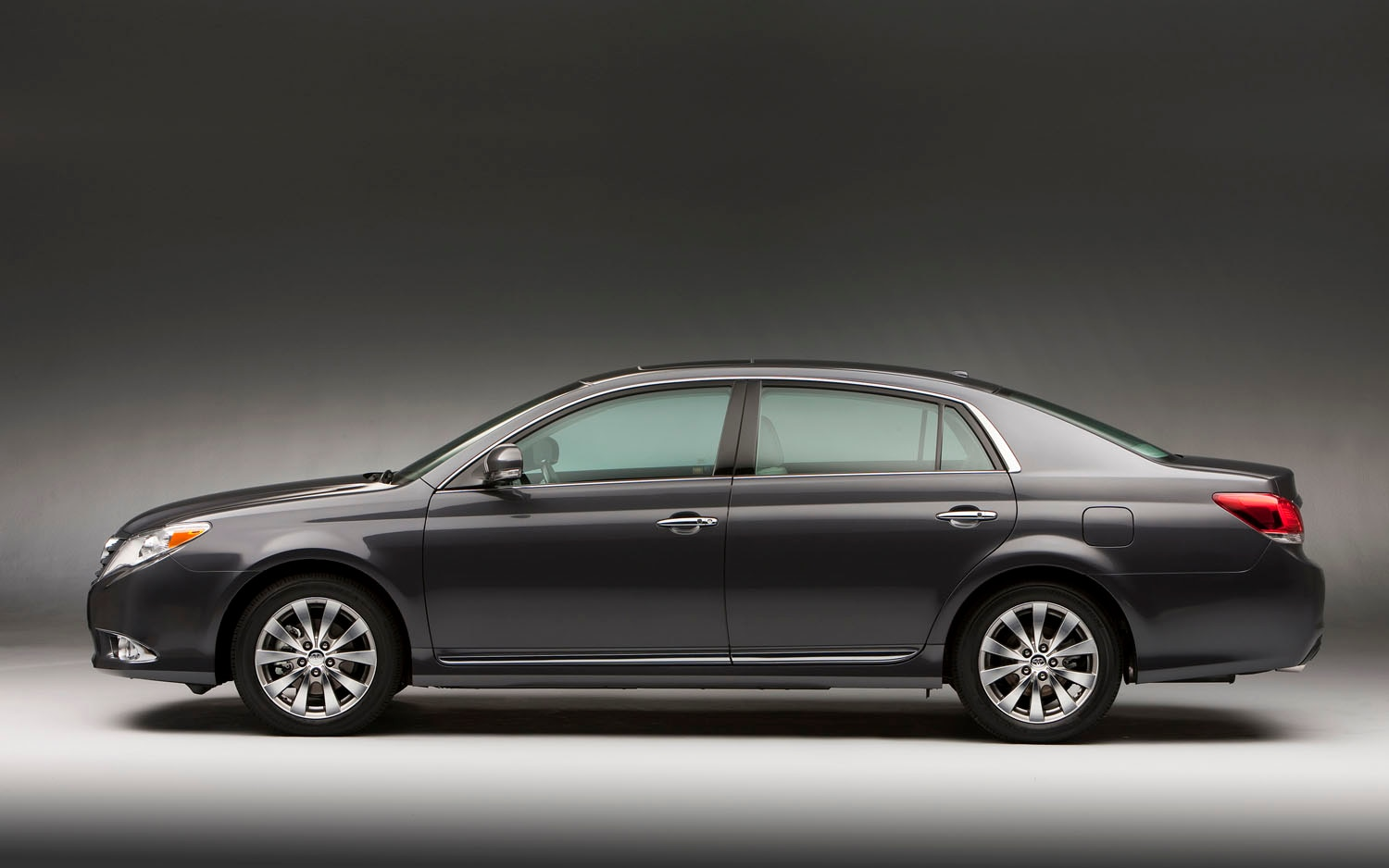 2011 Toyota Avalon Left Side View1
