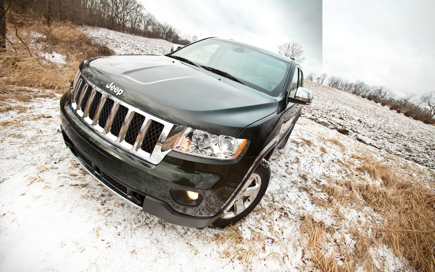 2011 Jeep Grand Cherokee Front View1