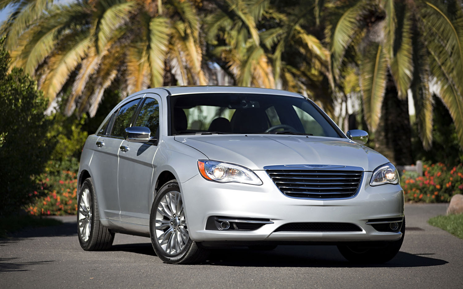 2012 Chrysler 200 Front Three Quarter1