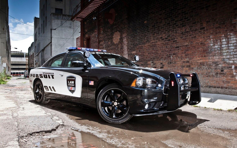 2012 Dodge Charger Pursuit Front Three Quarter12