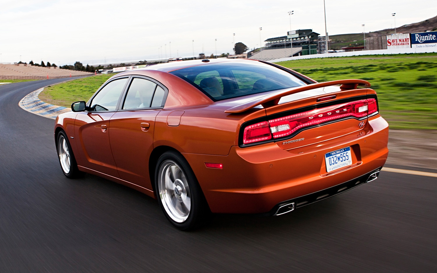 2012 chrysler 300 2012 dodge charger awarded five star safety ratings. Black Bedroom Furniture Sets. Home Design Ideas