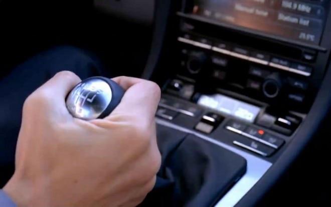 2012 Porsche 911 Manual Gear Knob Downshift 660x413