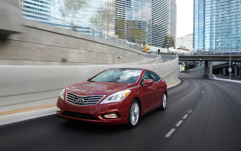 2012 Hyundai Azera Front Left View1