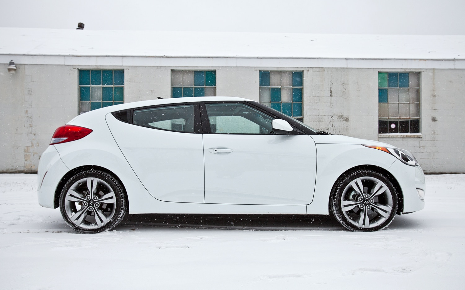 2012 Hyundai Veloster DCT Right Side View1