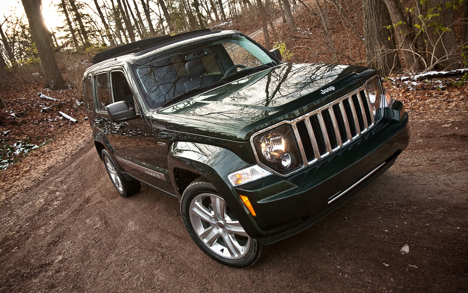 2012 Jeep Liberty Limited Jet Edition Front Right View1
