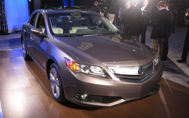 2013 Acura ILX Front View 21 660x413