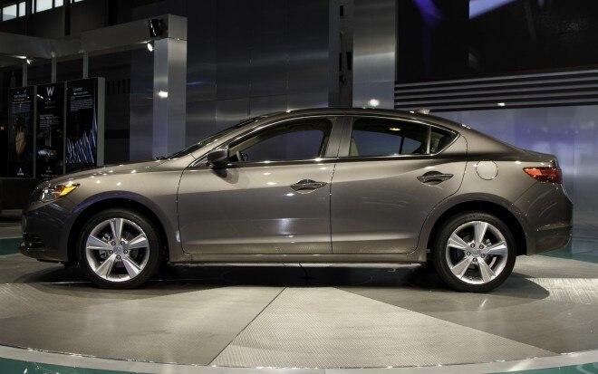 2013 Acura ILX Side1 660x413
