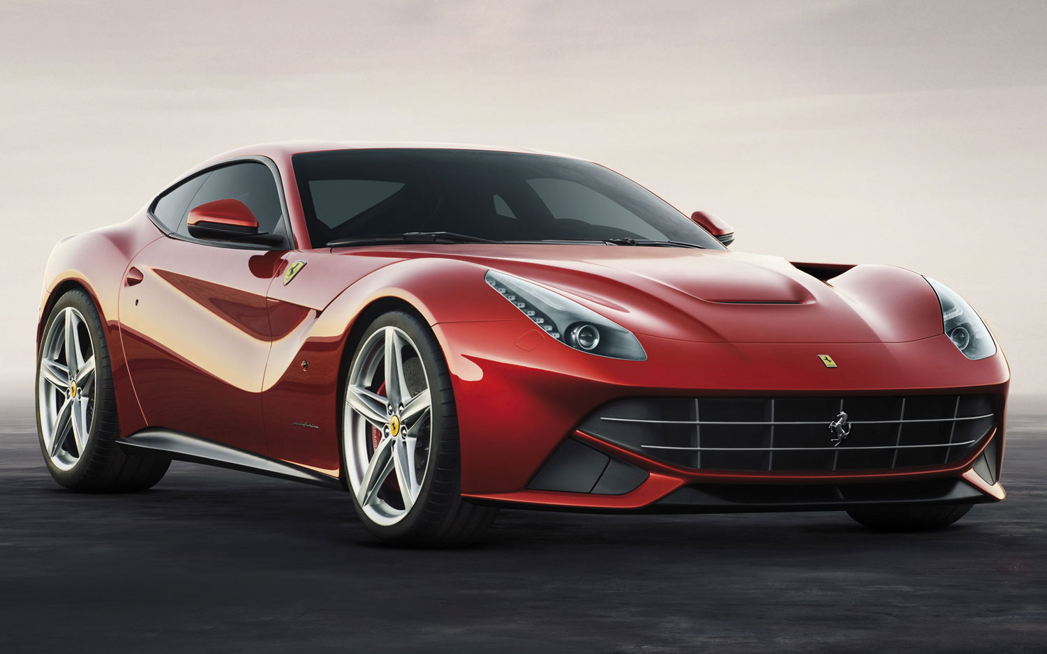 2013 Ferrari F12 Berlinetta Front Three Quarters View1
