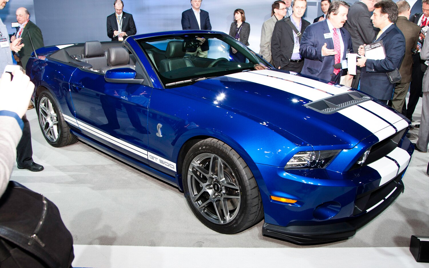2013 Ford Shelby GT500 Convertible Front View1