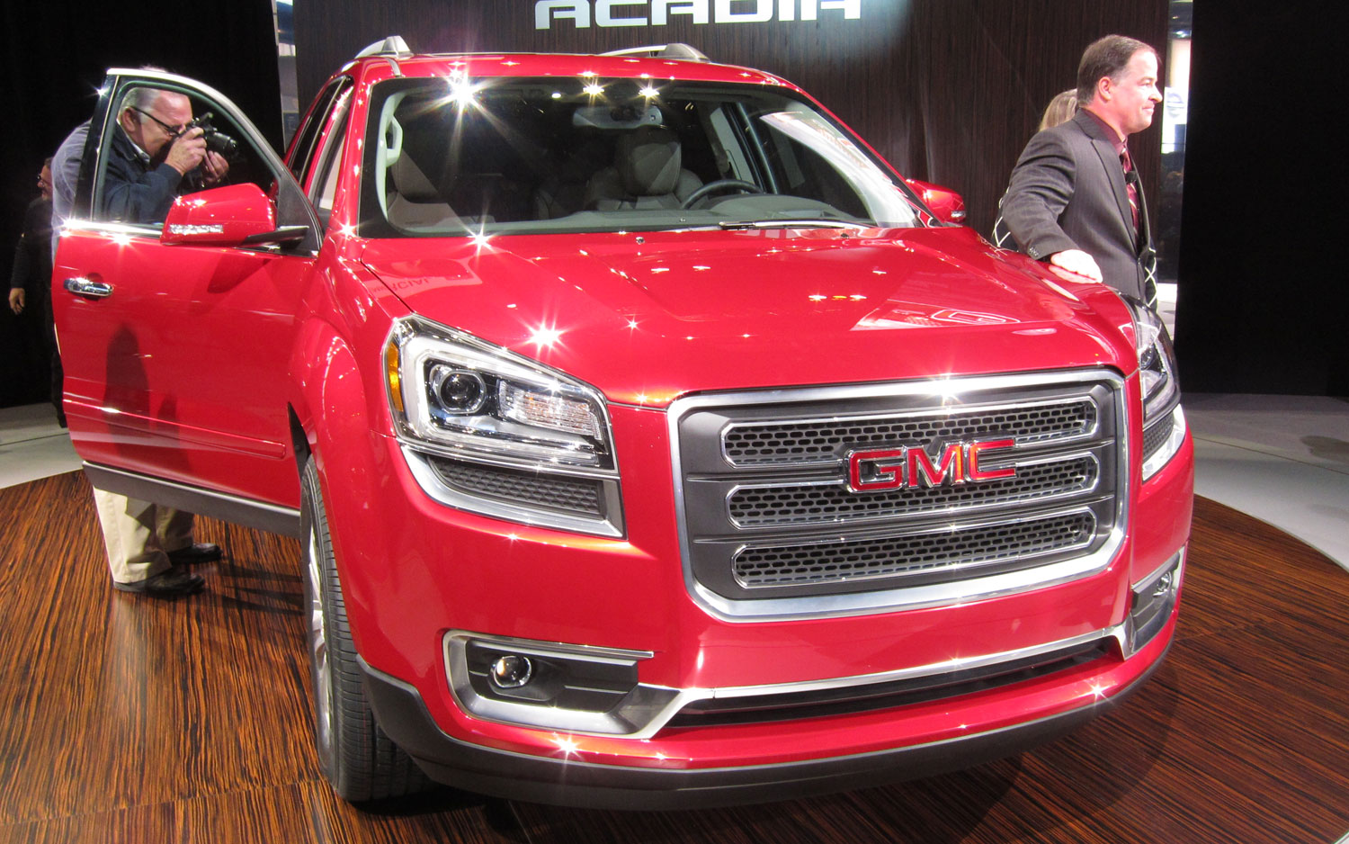 2013 GMC Acadia Front View1