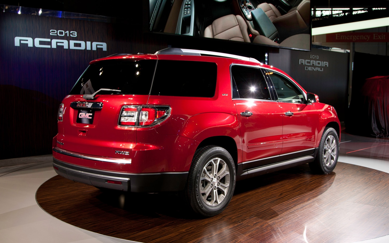 2013 gmc acadia first look 2012 chicago auto show automobile magazine. Black Bedroom Furniture Sets. Home Design Ideas