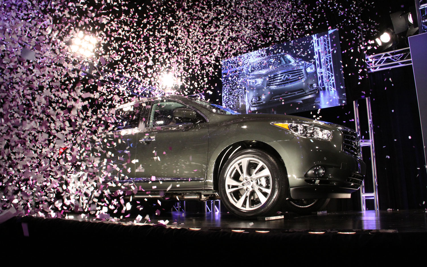 2013 Infiniti JX Job One Rolls Off Assembly Line1