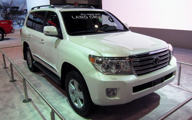 2013 Toyota Land Cruiser Front Three Quarters View1 660x413