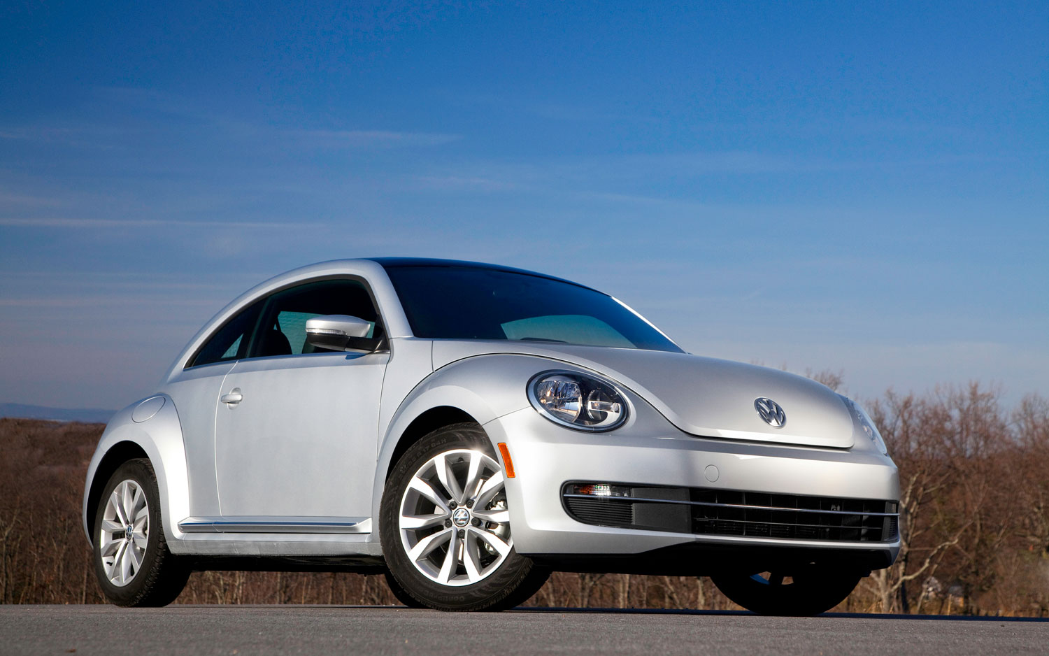 2013 Volkswagen Beetle TDI Front Three Quarters Static1