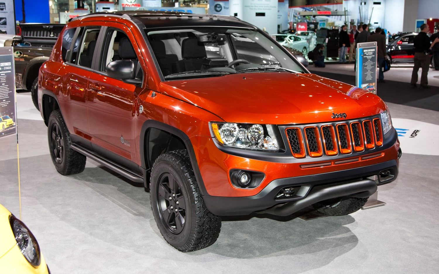2013 Jeep Compass Front Right View1