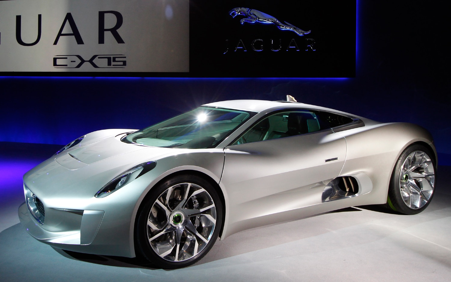 Jaguar C X75 Concept Front Three Quarter1