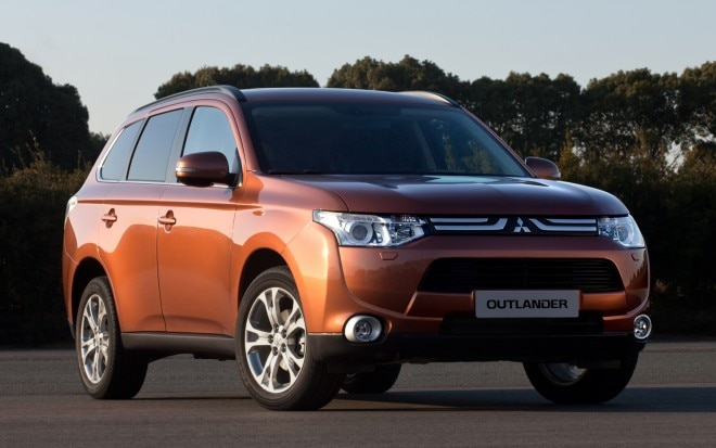 Mitsubishi Outlander Front Three Quarter 660x413