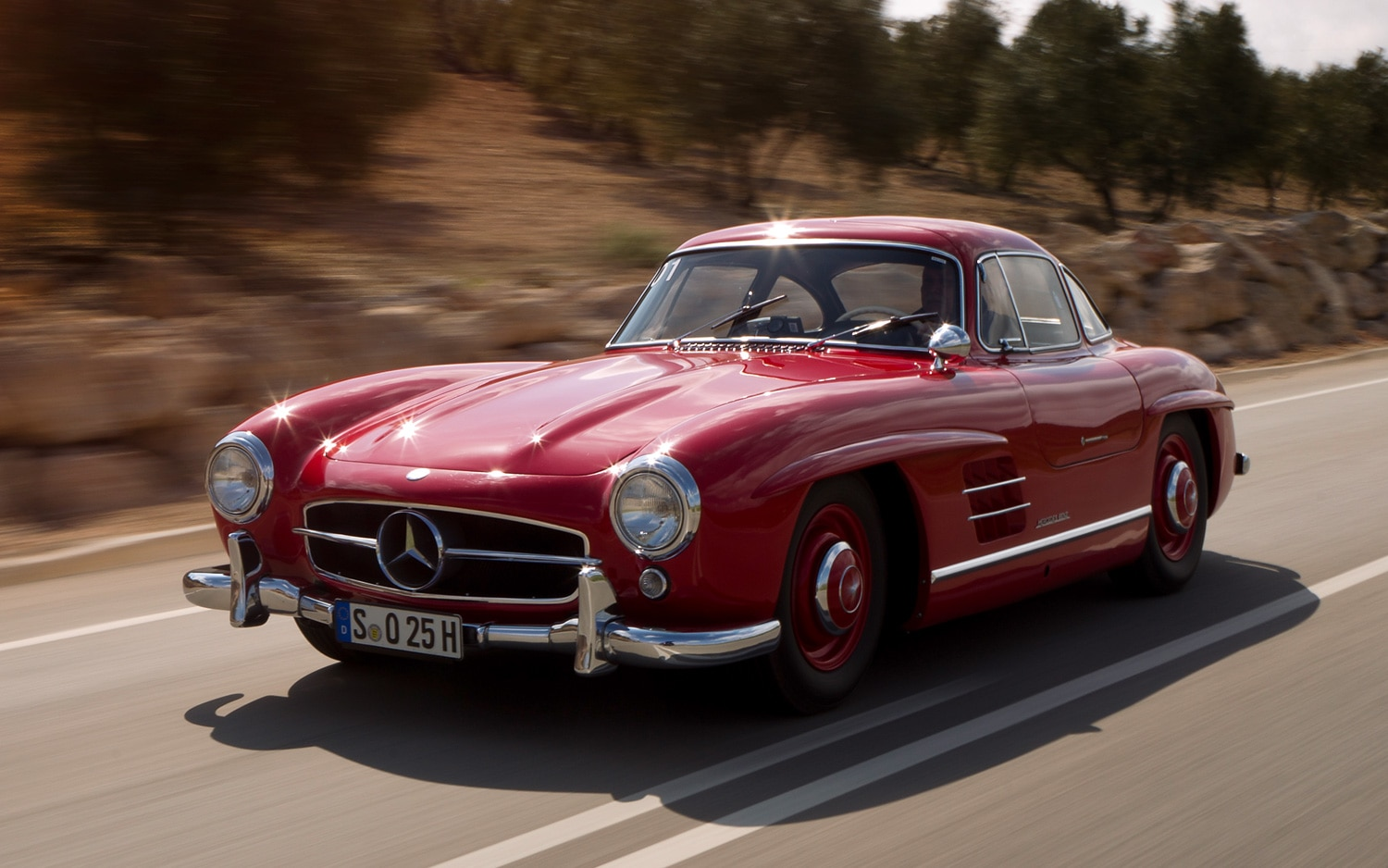 Mercedes-Benz Crushes Unauthorized Replica 300 SL Gullwing