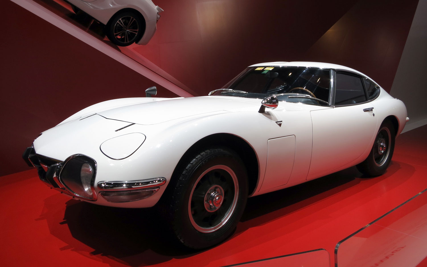 1967 Toyota 2000GT Front Three Quarter1